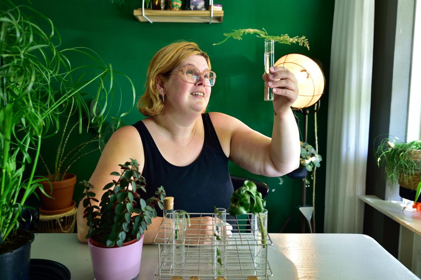 Foto Pim Mul 16062021 Moordrecht. Joyce Van der Weijde verzamelt kamerplanten en stekjes.