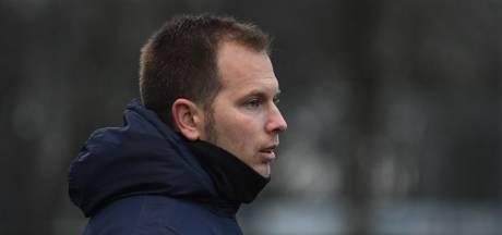 Trainer Dennis Straatman verlengt contract bij jeugdliefde JVC
