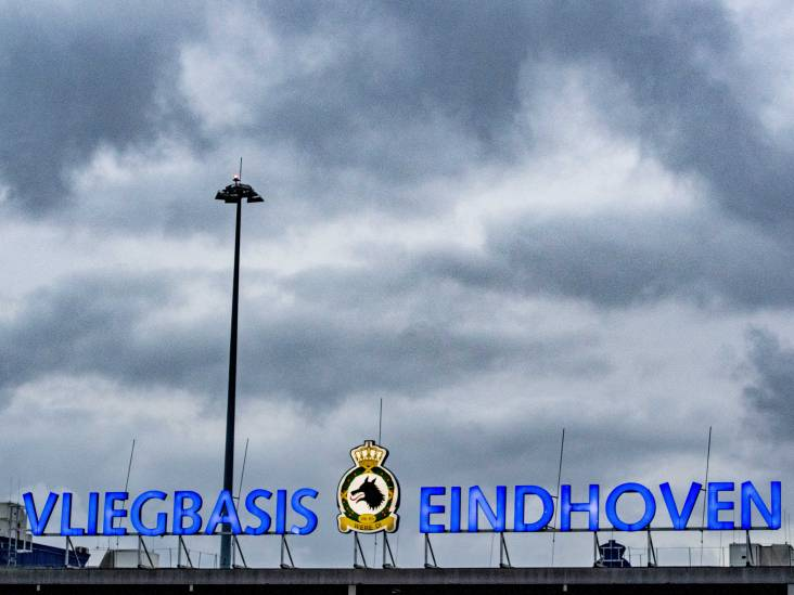 Sportvliegtuig moet voorzorgslanding maken op Vliegbasis Eindhoven