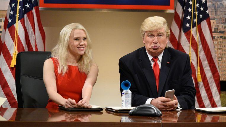 'Saturday Night Live', met Alec Baldwin als Donald Trump en Kate McKinnon als diens Counselor Kellyanne Conway. Beeld rv
