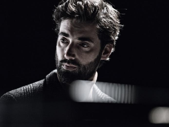 Ruben Hein begint in maart met een theatertour met zijn programma 'Boventoon'. In mei treedt hij op in Tiel.