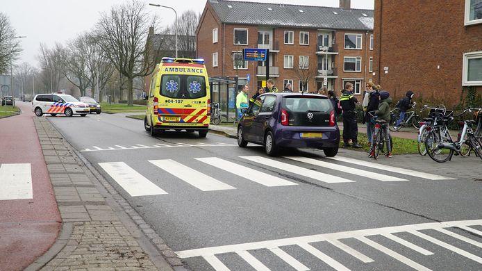 Op het fietspad vlak voor De Boerhaave in Deventer ging het mis.