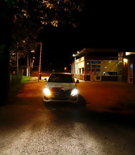 Persoon zwaargewond bij steekpartij in azc Overloon; ook verdachte moet naar ziekenhuis