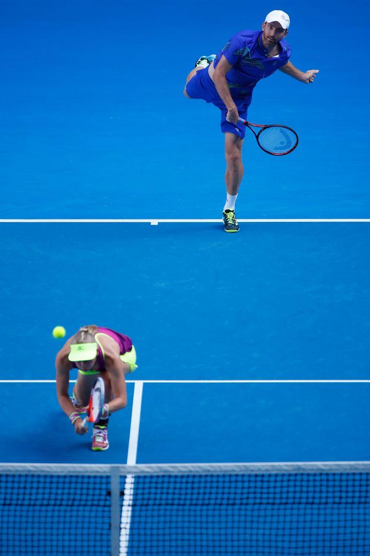 Matwé Middelkoop en de Zweedse Johanna Larsson in de Australian Open van 2018. Beeld Getty Images