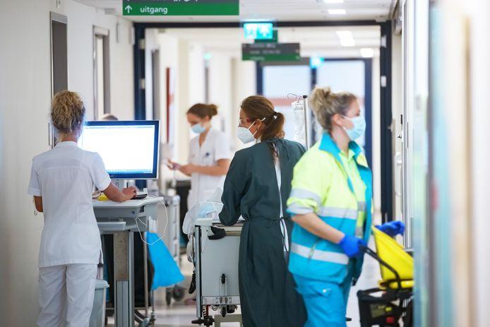 Van de  medewerkers van het Bravis ziekenhuis die ziek thuis zitten, ligt zo'n zestig procent er al meer dan drie maanden uit.