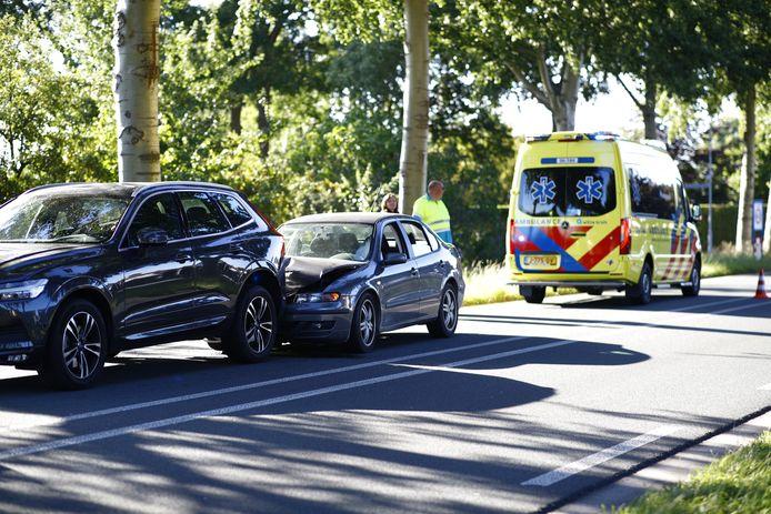 Op de Flevoweg in Elburg is een ongeval gebeurd. Twee auto's kwamen met elkaar in botsing.