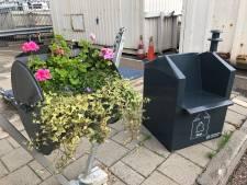 Bloembak of stoel van oude Rotterdamse vuilcontainers