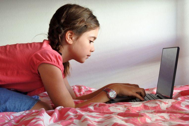 Een laptop voor elk kind lijkt professor Annemans aangewezen. Beeld Photo News