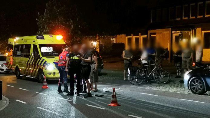 De aanrijding gebeurde op de kruising van de Dr. Haverkorn van Rijsewijkweg en de Groeneweg in Renkum.