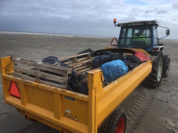 Eilanders helpen mee door onder meer vervoer te regelen.
