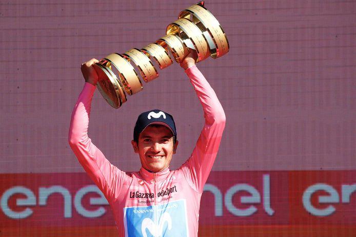 Richard Carapaz mocht begin juni 2019 met de roze trui en de 'Trofeo senza fine' (de trofee zonder einde, red.) pronken.