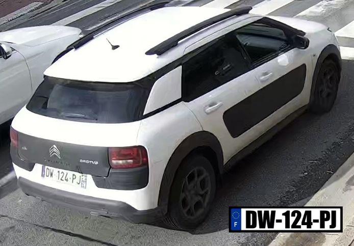 Des suspects utilisaient une Citroën Cactus blanche immatriculée en France.