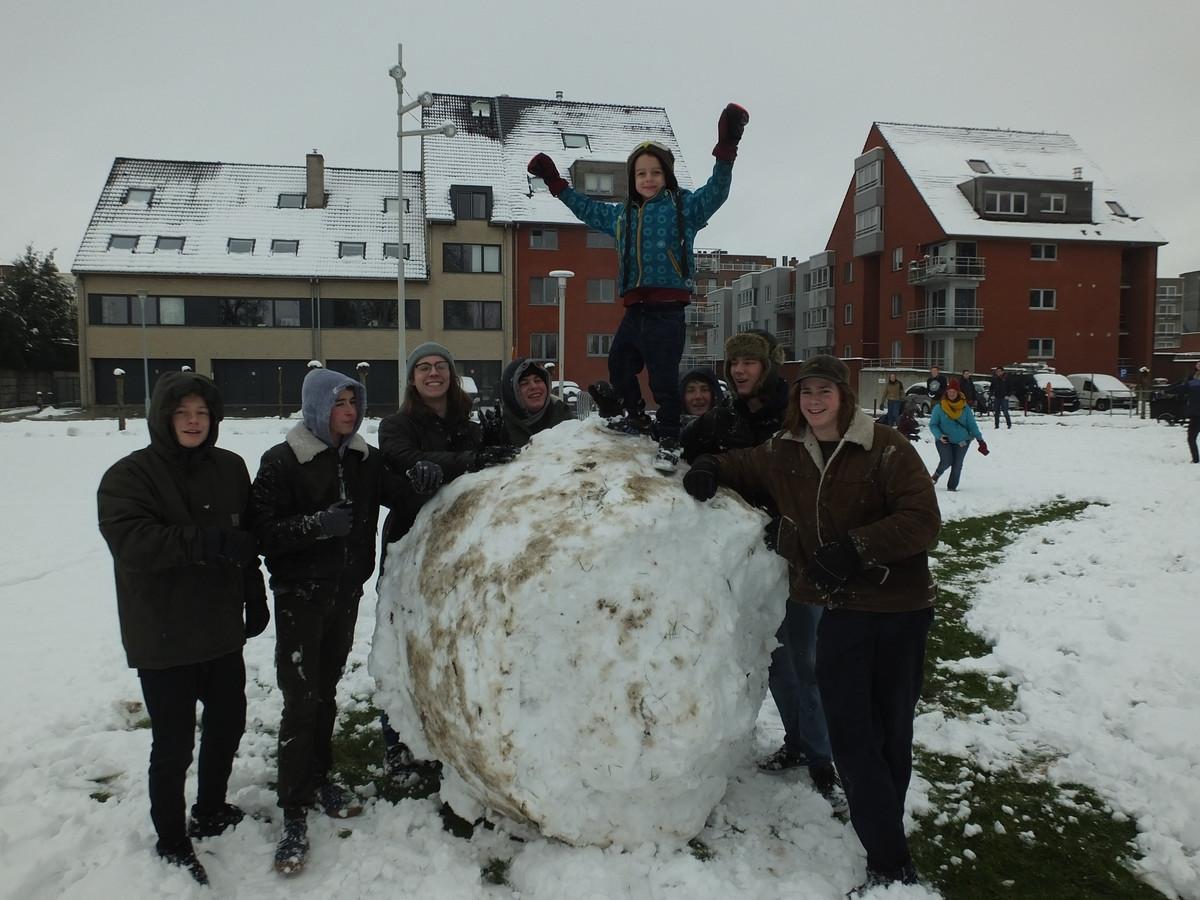 Achiel De Schepper was misschien wel de kleinste van de bende, op deze gigantische sneeuwbal mocht hij eventjes de grootste zijn.
