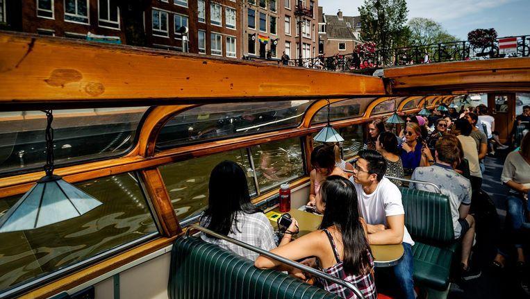 Mooie, jonge mensen worden door boten ingezet om klanten te lokken. Beeld ANP