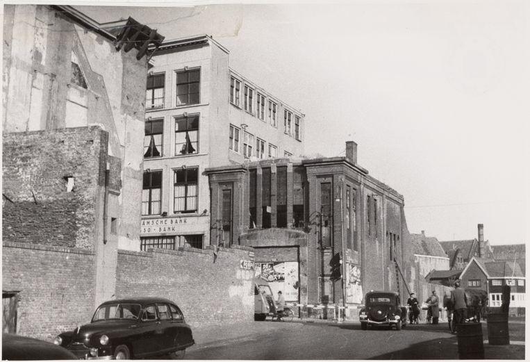Het Tip Top Theater aan de Jodenbreestraat, gezien vanuit Houtkopersdwarsstraat richting Houtkopersburgwal. Beeld Stadsarchief