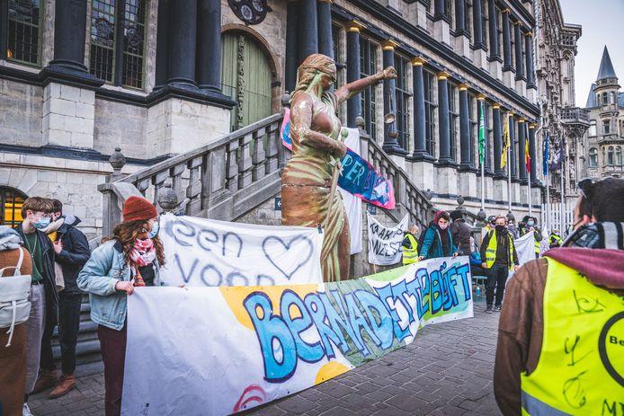 protest voor behoud van de Bernadettewijk voor het stadhuis