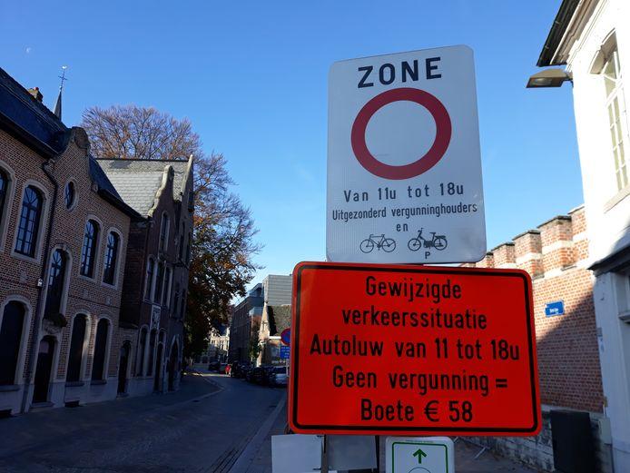 MECHELEN - De autoluwe zone in Mechelen in de Sint-Jansstraat (ARCHIEF)
