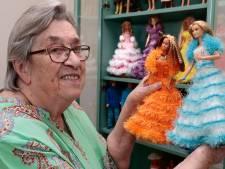 Van avondjurk to hippe legging: Josien (86) breit en ontwerpt kleding voor Barbie