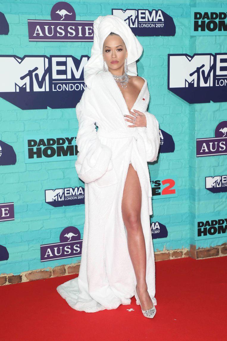 Rita Ora op de 2017 MTV EMA's in Londen. Beeld BELGAIMAGE