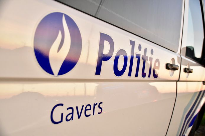 De politie van de zone Gavers zette de achervolging in op een auto met Nederlandse nummerplaat en kreeg bijstand van de zones Vlas en Mira.
