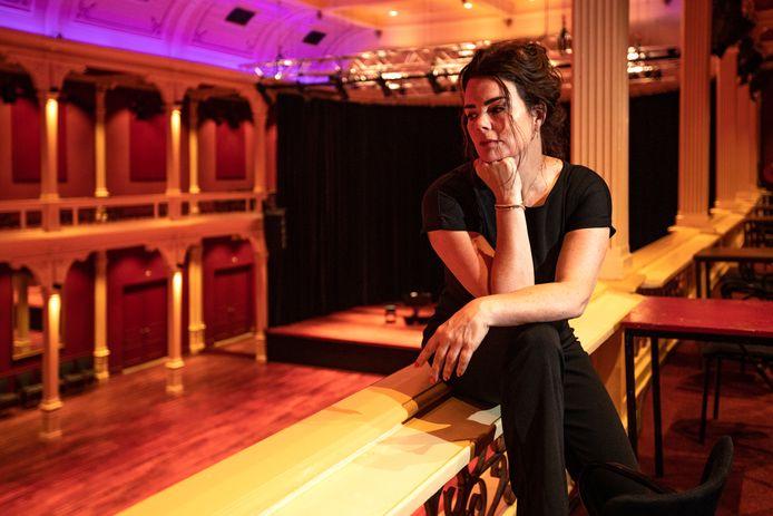Theaterdirecteur Mirjam Radstake in de Buitensociëteit in Zutphen .