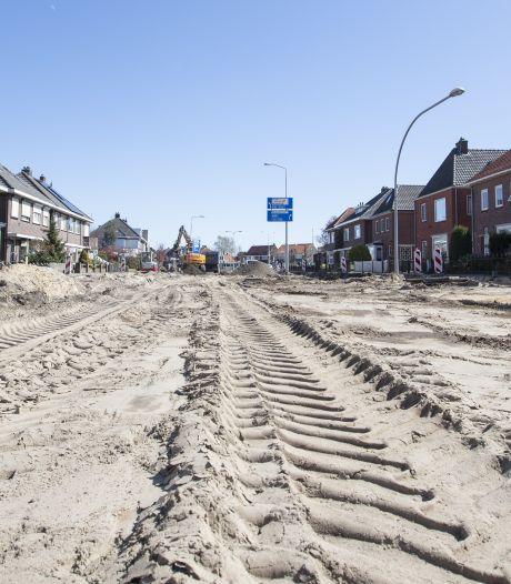 Balen! Schoolstraat in Almelo moet er nog een keer uit door beschadigd asfalt