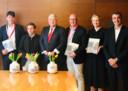 De burgemeesters Depla (Breda), Martínez-Almeida Navasqüés (Madrid), Van Zanen (Utrecht), Mikkers (Den Bosch), gedeputeerde Van der Sloot (Noord-Brabant) en koersdirecteur van de Vuelta Javier Guillén (vlnr) hadden elkaar wat kadootjes te geven zondagmiddag.