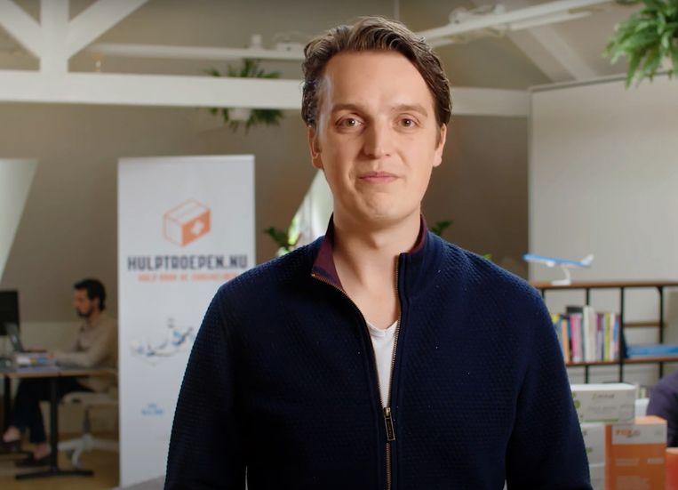 Sywert van Lienden, in een promotiefilmpje van zijn mondkapjeshandel.  Beeld youtube still hulptroepen