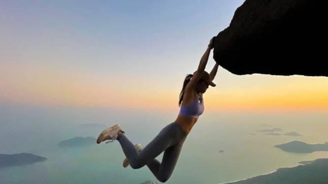 De gevaarlijke pose te veel: influencer sterft nadat ze selfie wil nemen aan rand van waterval
