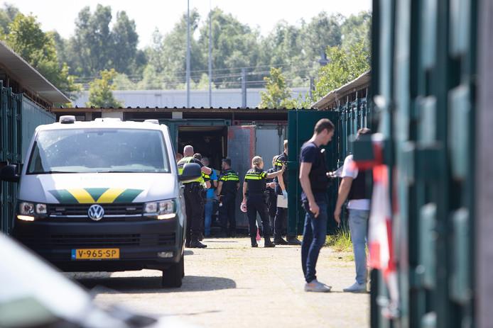 Alle containers aan de Locomotiefstraat in Utrecht zijn opengemaakt en onderzocht.