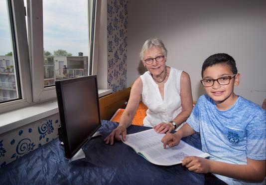 Bep van Vliet hielp Mrwan om de Nederlandse taal goed onder de knie te krijgen.