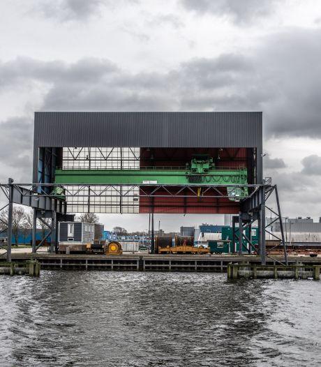 Protestgroep legt verkeer Zwolle stil om biomassacentrale: 'Een nepoplossing, steenkool is nog beter'