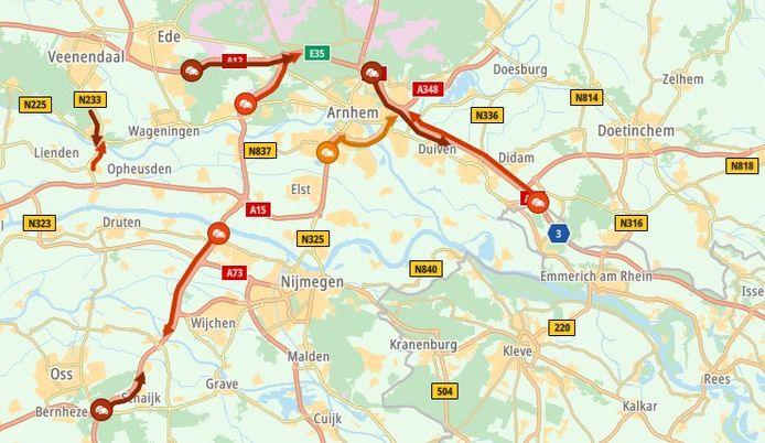 De verkeerssituatie rond Arnhem op 16 juli 2021, rond 16.10 uur.