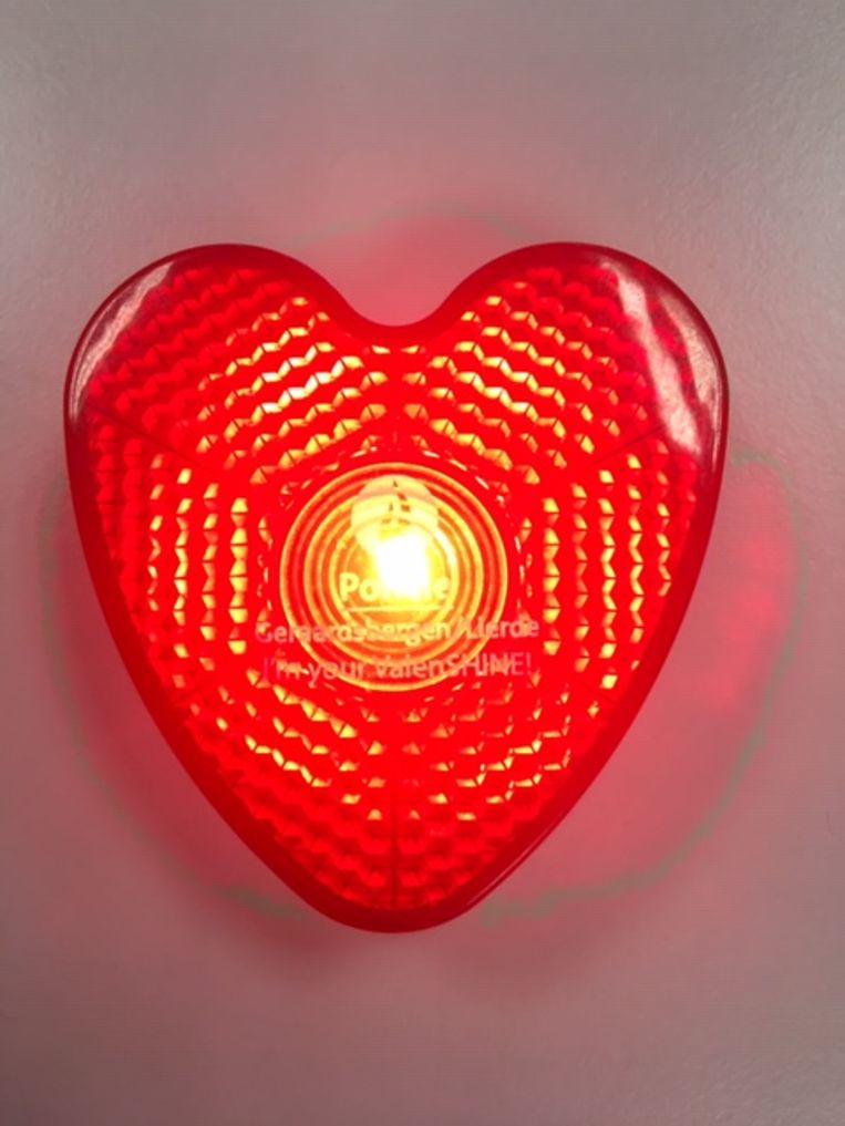Wie zichtbaar is in het verkeer kan beloond worden met een valentijnslampje.