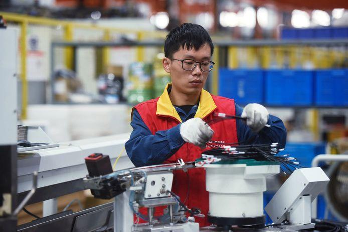 Een Chinese arbeider aan het werk. Illustratiebeeld.