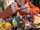 Dick komt de coronatijd door met het beschilderen van zwerfkeien: 'Dit houdt je overeind'