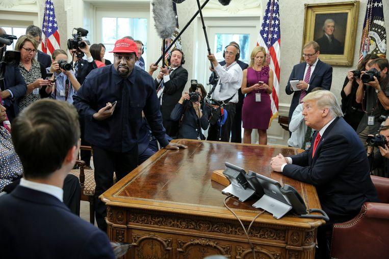 De rapper richt zich tot Jared Kushner, schoonzoon en adviseur van Trump, tijdens zijn minutenlange monoloog in het Witte huis.  Beeld Getty Images