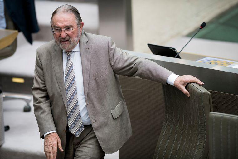 Tijdelijke voorzitter Herman De Croo (81) neemt dinsdag de eed af van de  124 verkozen parlementsleden.  De Open Vld'er wordt bijgestaan door de twee jongste parlementsleden, beiden van Vlaams Belang.