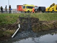 Busje glijdt van talud langs A27 bij Nieuwegein: geen gewonden