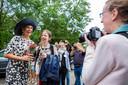 Koningin Máxima op de foto met wat jonge fans, kort voor haar vertrek.