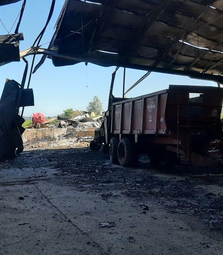 Enorme vuurzee in Angerlo treft alleen landbouwvoertuigen: 'Ik dacht: ons woonhuis gaat eraan'