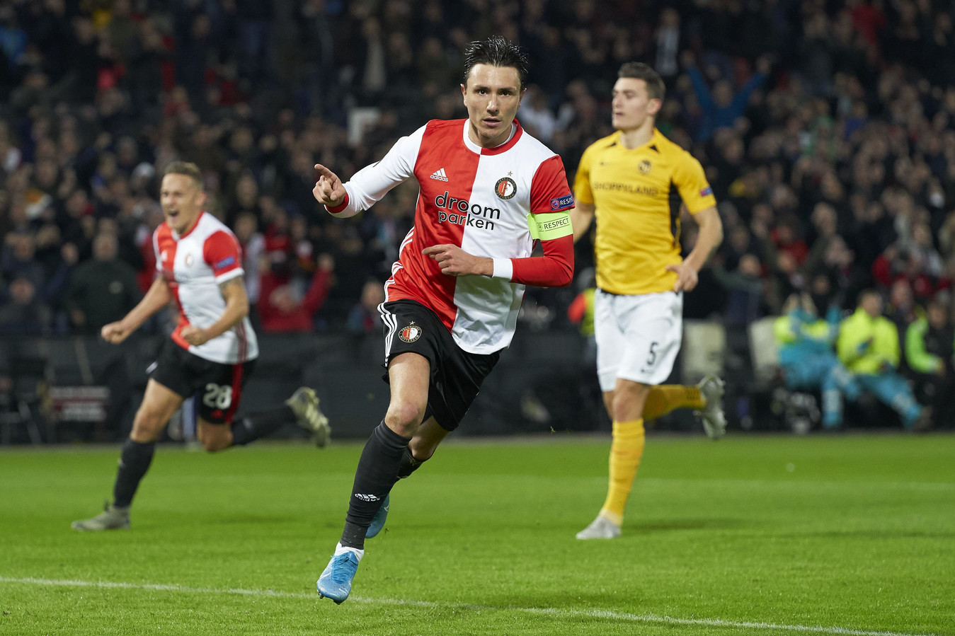 Steven Berghuis zette Feyenoord vanaf de stip op voorsprong.