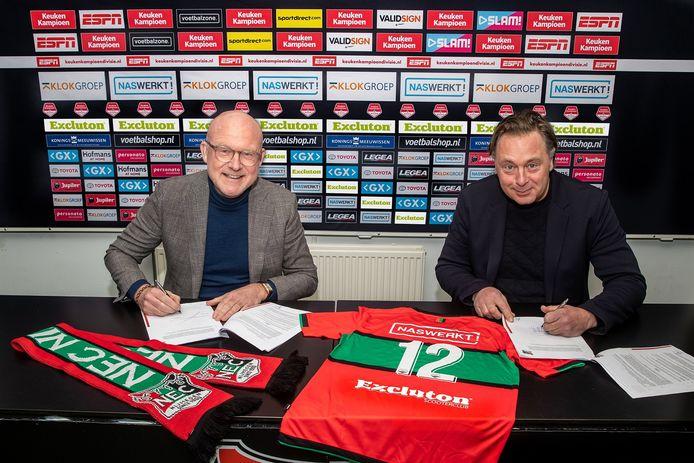 NEC-directeur Wilco van Schaik (l) en Frans van Haren van Excluton ondertekenen het sponsorcontract.
