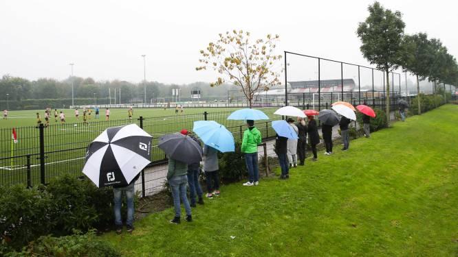Geen limiet op aantal sporters op veld, contact mogelijk en kleedkamers en douches weer open: amateurvoetbal nagenoeg zoals voor pandemie