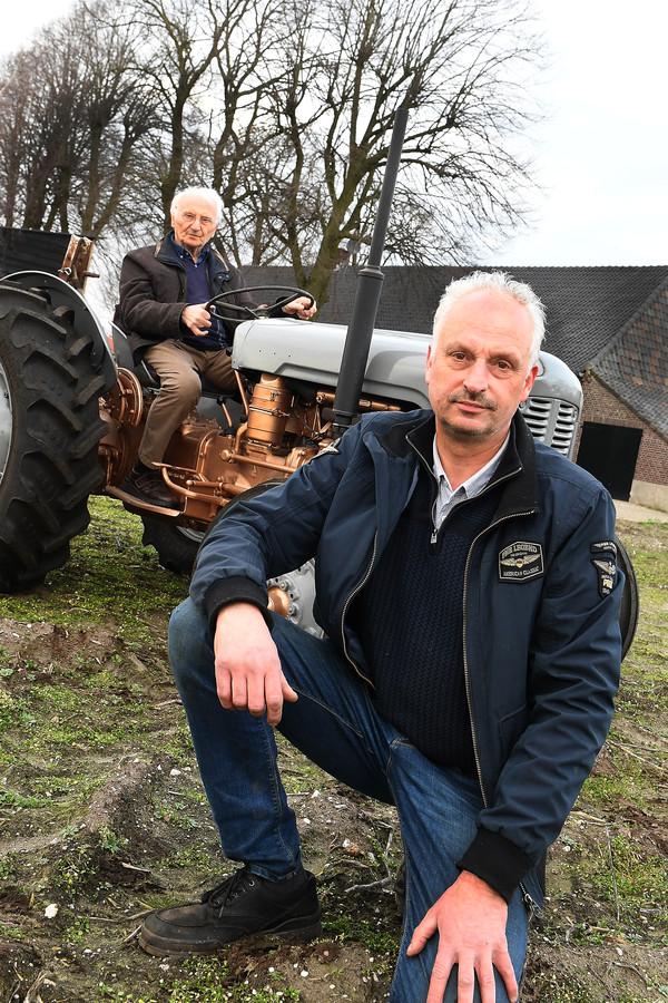 Erik van Gerwen heeft de Ferguson trekker van zijn vader Harrie opgeknapt. De tractor is uit 1957, Erik heeft hem totaal uit elkaar gehaald, schoongemaakt en geverfd etc.