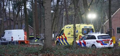 Twee jonge kinderen gewond geraakt bij het AZC in Gilze na botsing met geparkeerde aanhanger