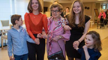 Elvira viert 100ste verjaardag in Panhuys Park na een leven vol werken en reizen