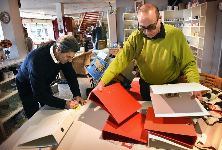 Capelle aan den IJssel:  bijstandsgerechtigden werken in de kringloopwinkel. Beeld Marcel van den Bergh / Volkskrant