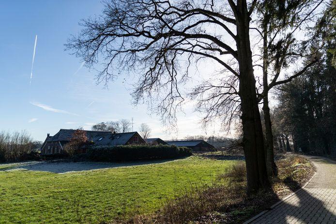 Het gaat om deze boerderij aan de Beckenstraat in Vierakker op landgoed Hackfort.