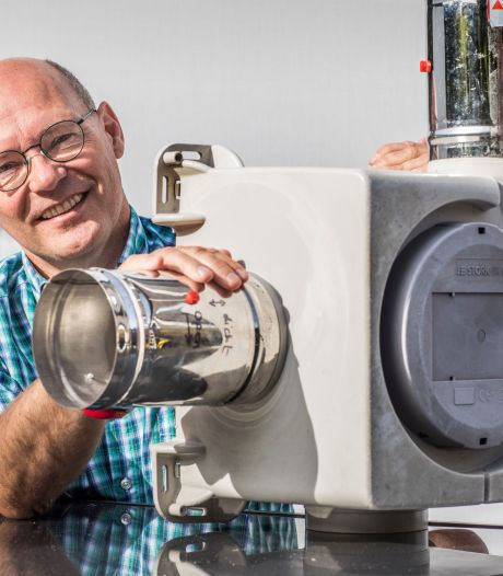 Ingenieur Erik Carton bedacht een goedkoop doe-het-zelfsysteem om Vinex-huizen te ventileren